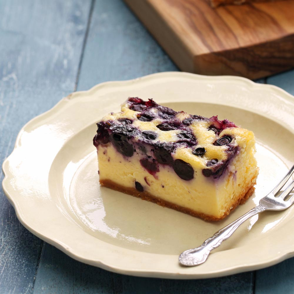 Barras de cheesecake de arándanos