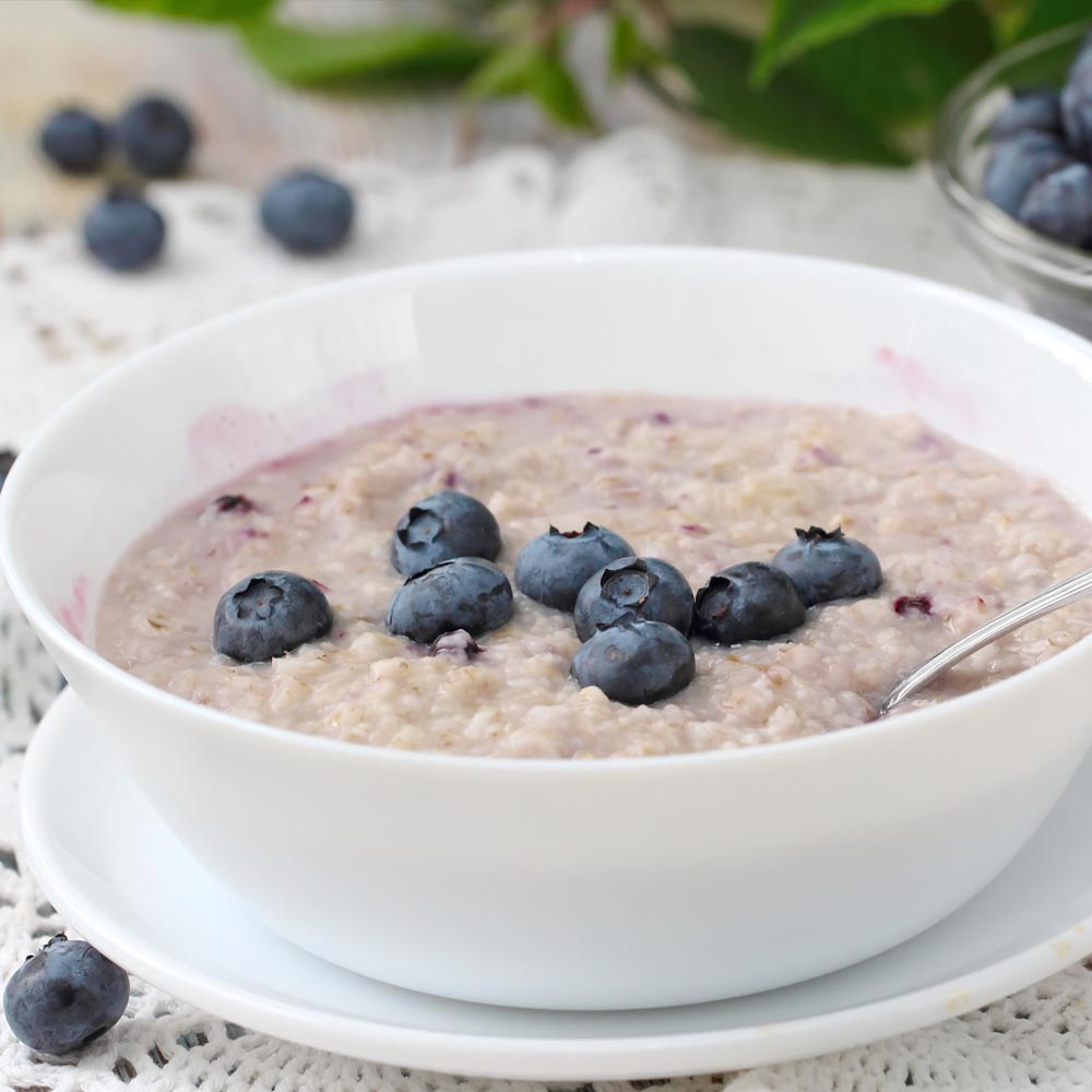 Oatmeal with Blueberries and Cream