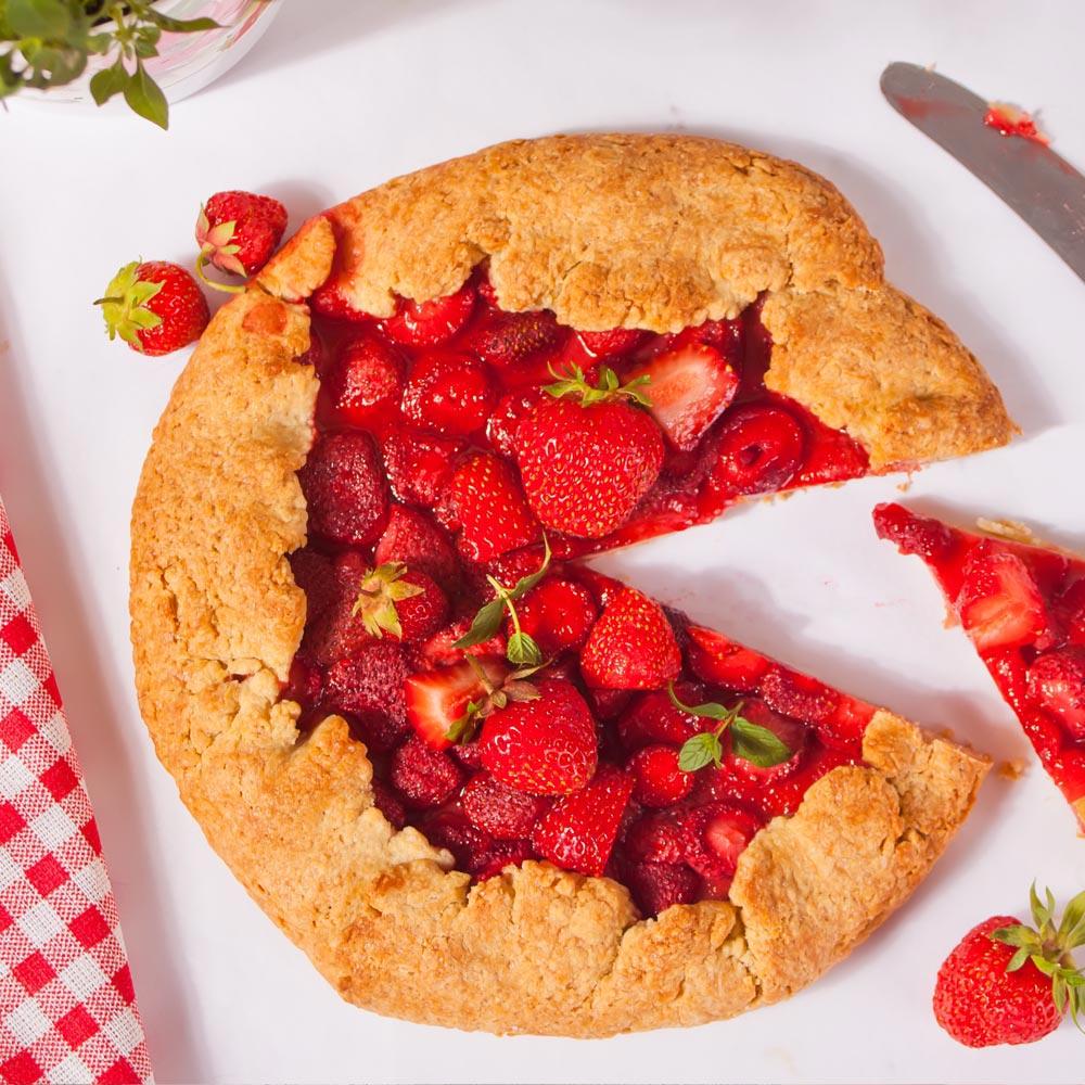 Tarta rústica de fresas y almendras