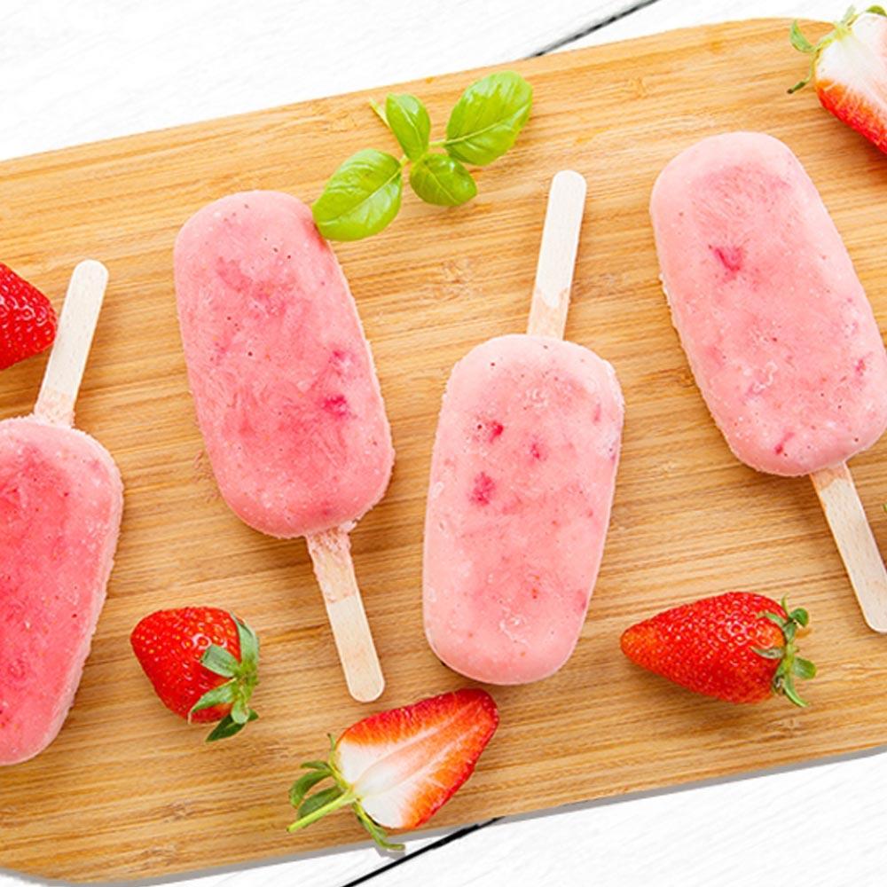 Paletas de helado de fresa y crema